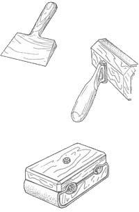 Инструменты для работ с полом: деревянная лопаточка для разравнивания битума или клеевой основы, удобное приспособление для ошкуривания